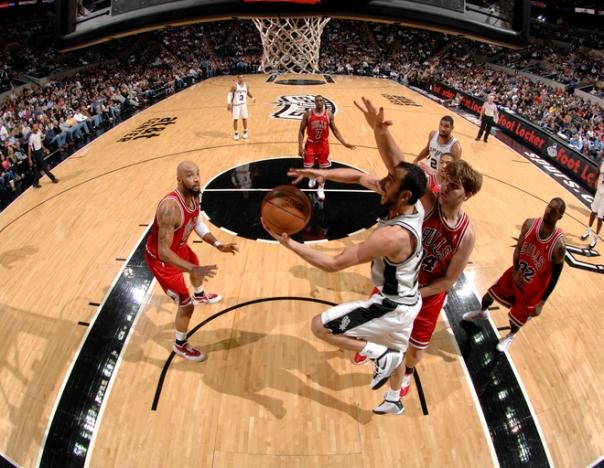 Manu Ginobili foi, mais uma vez, um dos melhores jogadores do Spurs (Photo by D. Clarke Evans/NBAE via Getty Images)