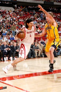 Sem Yao e T-Mac, Scola deve ser um dos principais jogadores do Rockets (Photo by Bill Baptist/NBAE via Getty Images)