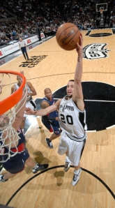 Vindo do banco, Ginobili mostrou que está praticamente recuperado (Photo by D. Clarke Evans/NBAE via Getty Images)