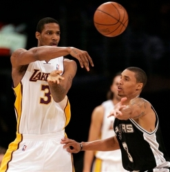 Como avisado no pré-jogo, Trevor Ariza foi um dos destaques do Lakers (Photo by Noah Graham/NBAE via Getty Images)