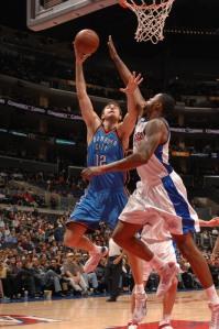 Segundo fontes, Krstic (.esq) poderia ter vindo para o Spurs (Photo by Noah Graham/NBAE via Getty Images)