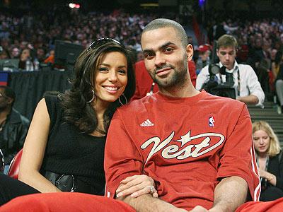 Parker posa para foto com sua esposa durante o fim de semana das estrelas