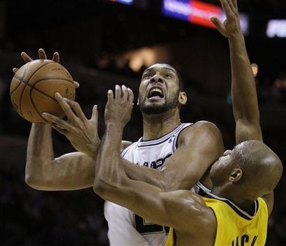 Duncan novamente teve grande atuação pelo Spurs (Photo by AP Photo)
