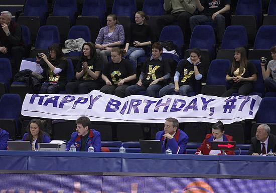Torcedores trazem faixa comemorativa para Becky Hammon - armadora completou 32 anos no dia 11/03 (Fonte: http://www.cskabasket.ru/)