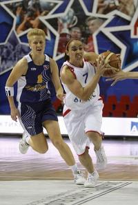 Becky Hammon parte para o contra-ataque; armadora foi discreta no jogo