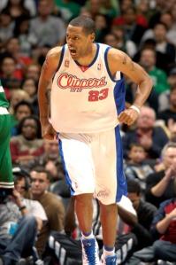 Camby é pilar da defesa do Clippers (Photo by Noah Graham/NBAE via Getty Images)