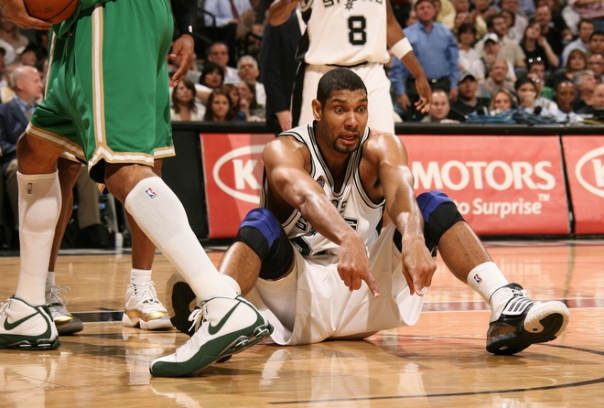 """Duncan jogou, mas não conseguiu dar a vitória a """"Los Spurs"""" (Foto por Nathaniel S. Butler/NBAE via Getty Images)"""