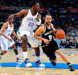 Tony Parker foi o destaque do Spurs (Foto: Larry W. Smith/NBAE/Getty Images)