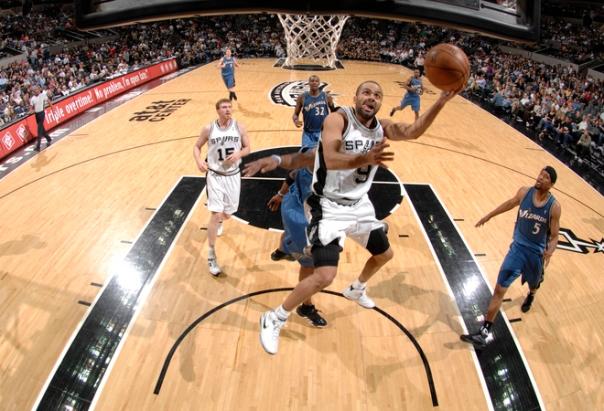 Parker mais uma vez atuou bem; foram 19 pontos em pouco tempo em quadra (Fonte: yahoo.com)