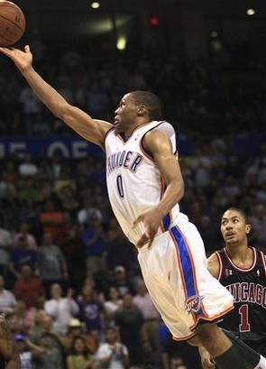 Rookie, Westbrook vem correspondendo as espectativas na temporada. (Foto por Ron Turenne/NBAE via Getty Images)