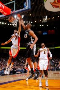 Após ser poupado, Duncan voltou e fez boa partida (Photo by Rocky Widner/NBAE via Getty Images)