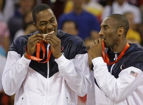 À esquerda, o jovem Dwight Howard busca seu primeiro anel, enquanto Kobe (dir.) que dizimar os fantasmas do passado
