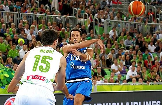 Itália, de Belinelli, perdeu para a Eslovênia (FIBA Europe/Castoria/Matthaios)