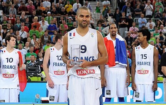 Campeão e MVP! (Fiba Europe/Castoria/De Massis)