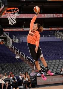 O jogo das Estrelas de 2014 da WNBA contoi com enterrada de Britney Grinner não só durante o treino, mas também no jogo (Phoenix Mercury)
