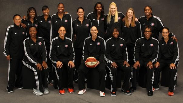 Becky Hammon foi escolhida uma das 15 melhores jogadoras da WNBA de todos os tempos, junto a nomes lendários da liga (WNBA.com)