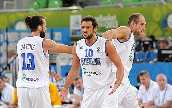 Belinelli em ação com a camisa da Itália (Fiba Europe/Castoria/De Massis)